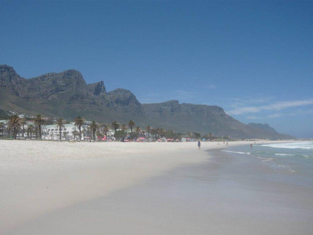 Plus_belle_plage_du_monde_Camps_Bay_Afrique du Sud