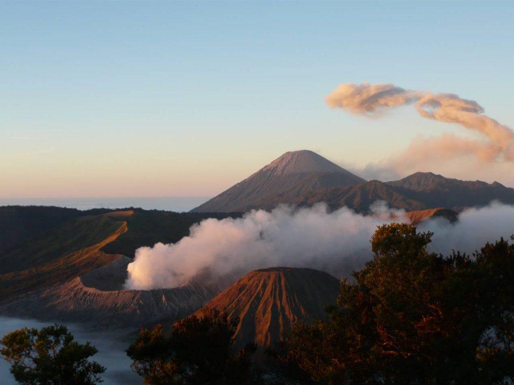 Volcans-actifs-monde-Bromo-Indonesie
