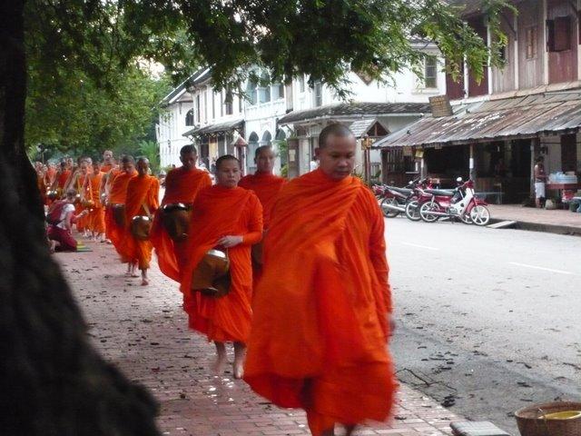 Luang-Prabang-capitale-Laos-moine