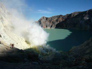 Ascension du Kawah Ijen en Indonésie…