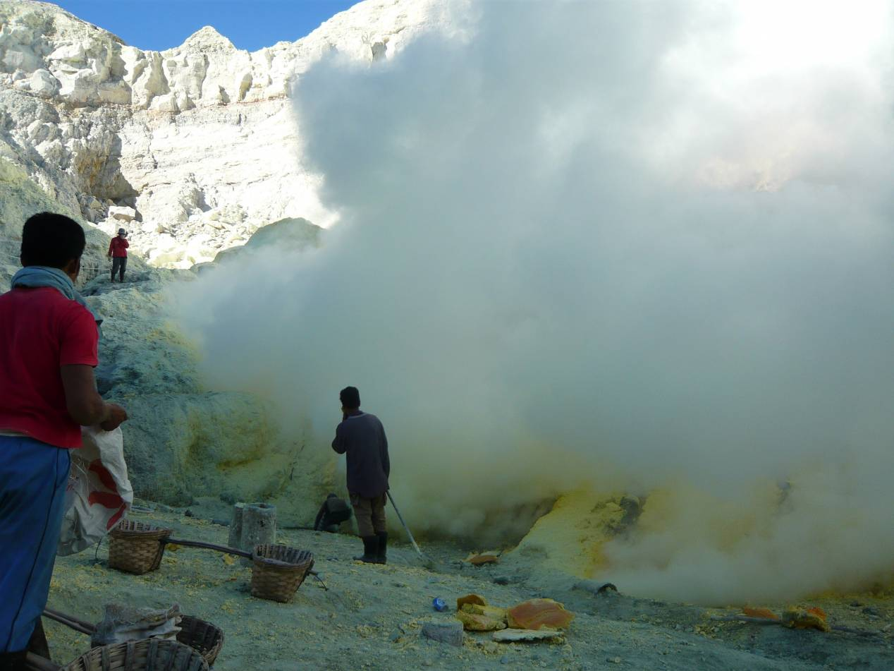 how to go to kawah ijen