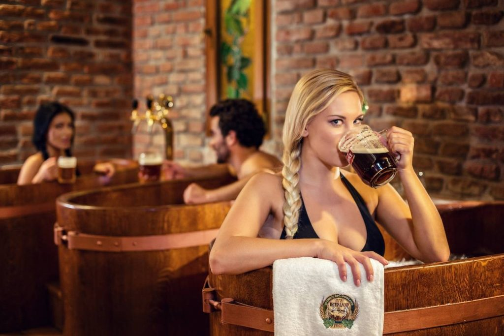 86_Relax_in_Oak_Tubs_3_Pivni_Lazne_Spa_Beerland_Prague