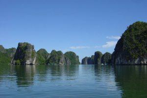 La baie d'Along depuis l'île de Cat Ba!