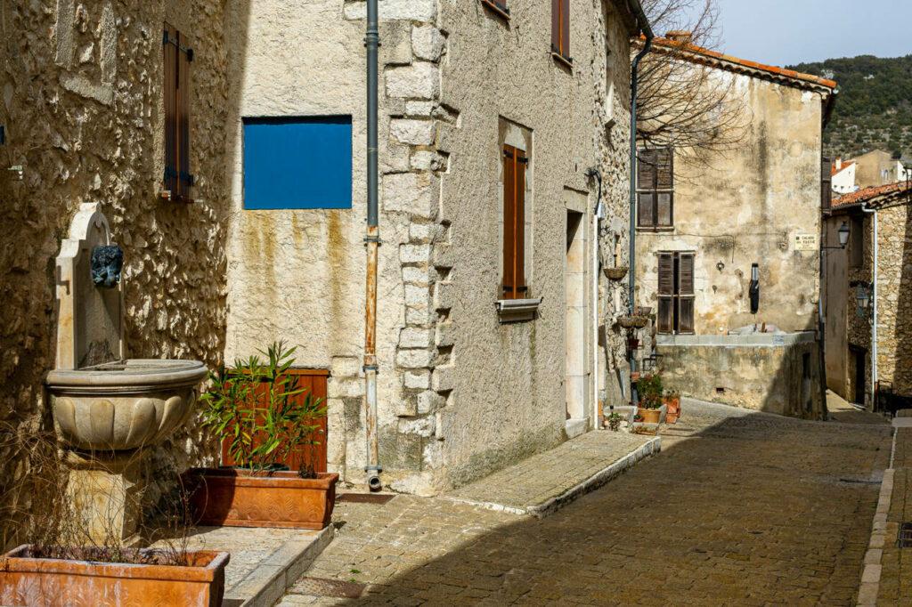 village mons sud france